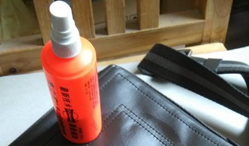 Leather conditioner for caring handbags